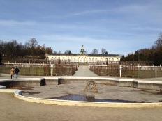 Das Schloss mit Brunnenanlage
