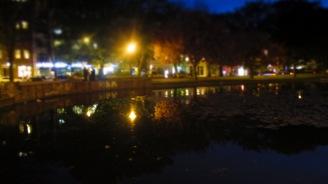 Weinbergsteich at night