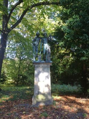 Figuren im Park