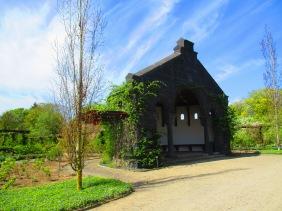 Häuschen im Rosengarten