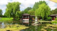 Teich mit chinesischen Bauten