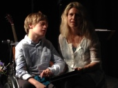 Raphael und seine Mutter Ulrike beantworten Fragen