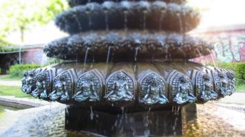 Der indische Brunnen mit seinen vielen Details