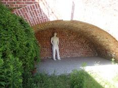 Figur am Eingang zur Ausstellung