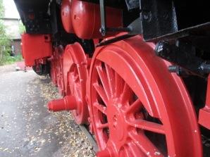 Die roten Räder sind fast so groß wie ich