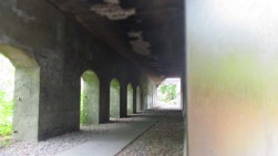 Früher fuhren wohl Züge oben lang