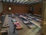 Der Schlafsaal, aufgeräumt, nachdem 50 Familien in bessere Unterkünfte gebracht wurden
