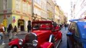 Diese wunderschönen alten Autos kann man für Stadtführungen mieten