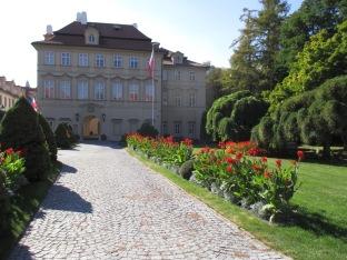 Ein Anwesen am Fuße der Burg